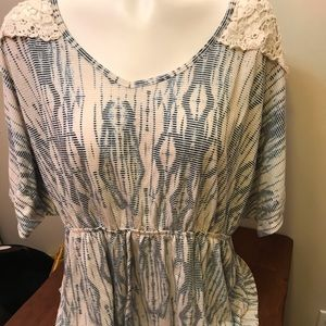 Faded glory 2x tunic top lace sleeves